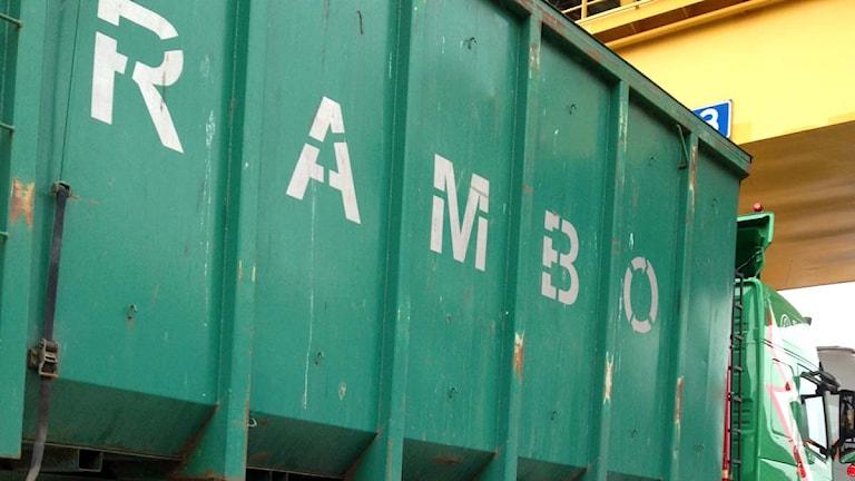 Lastbil med texten Rambo. Foto: Angelique Hvalgren Johansson/Sveriges Radio