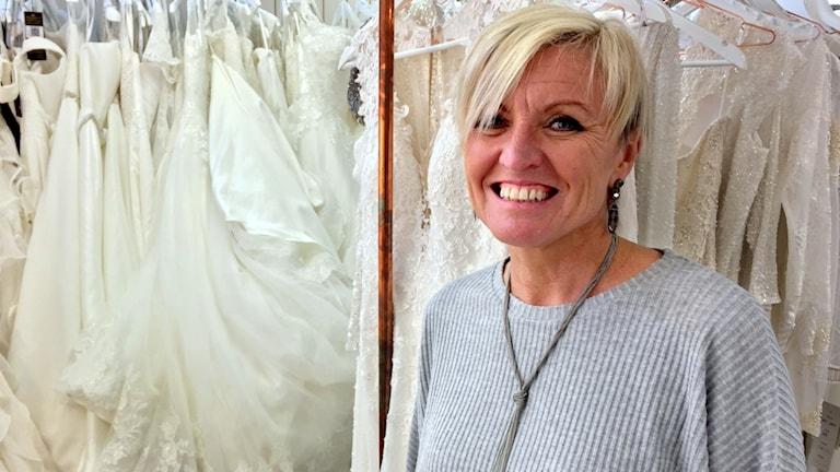 Bild på Åsa Bräck som driver en bröllopsbutik i Grebbestad.