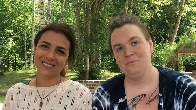 """Manal  Yarmokli, deltagare och Emmelie Rydfeldt-Welander, arrangör av """"Space becomes place"""" i Fengersfors."""