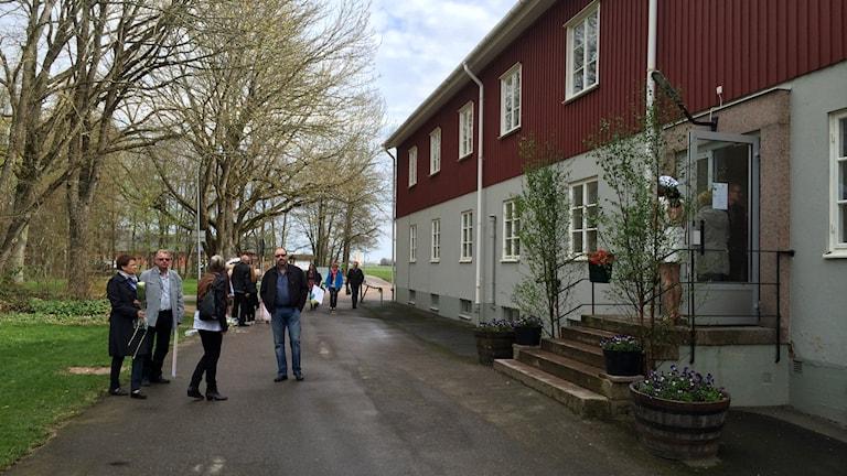 Elever på Nuntorps naturbruksgymnasium tar studenten. Foto: Oskar Lodin/Sveriges Radio