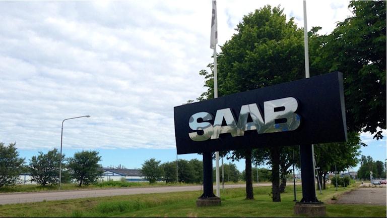 Vid infarten till Saab-området på Stallbacka i Trollhättan. Foto: Victor Jensen/Sveriges Radio.