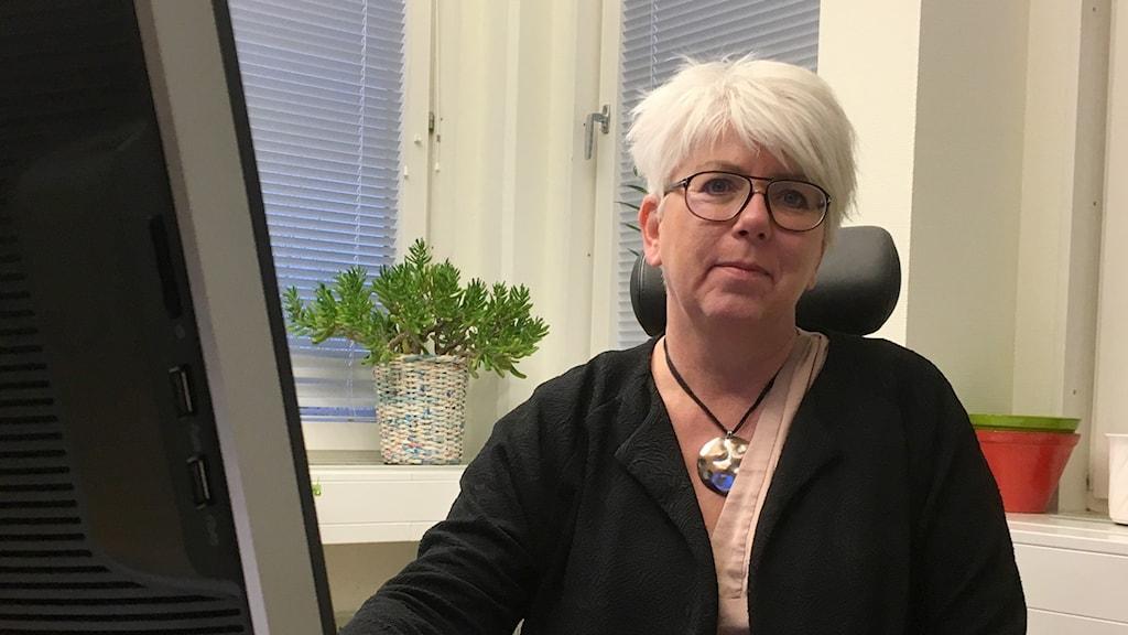 Katarina Hansson, förvaltningschef på kultur och fritid, på sitt kontor