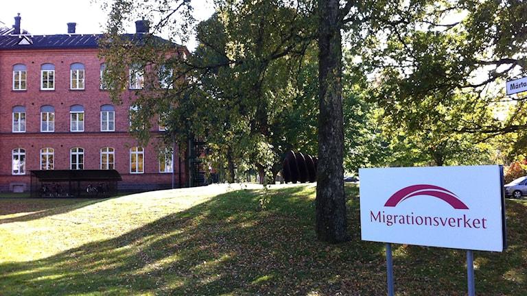 På asylboendet på Restad gård i Vänersborg sitter många personer som redan har fått uppehållstillstånd och väntar att bli mottagna i en kommun. Foto: Jörgen Winkler/Sveriges Radio.
