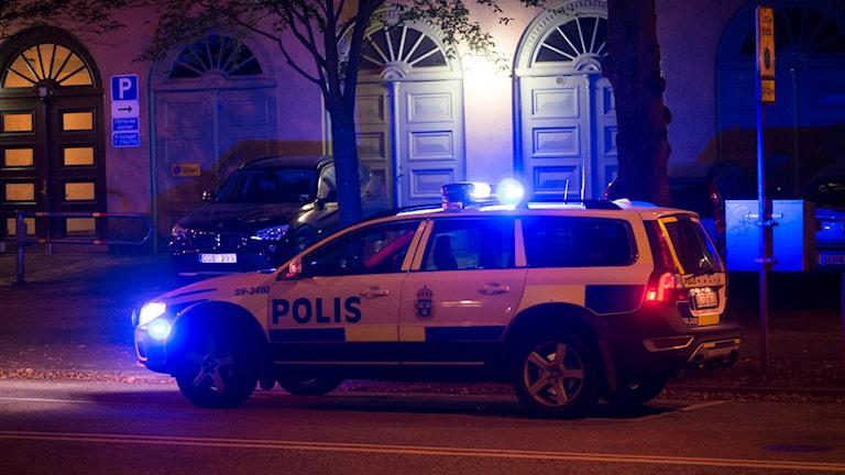 En polisbil under utryckning. Foto: Fredrik Sandberg/TT.