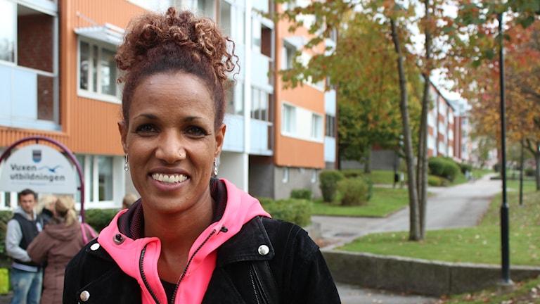 Lycklig. Meraf Bahta har funnit lyckan och satsar mot sina drömamrs mål, OS. Foto: Linda Bergh/Sveriges Radio