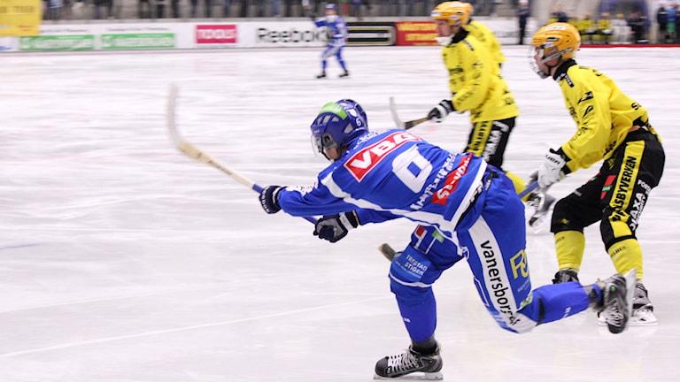 Bandy IFK Vänersborg-Vetlanda Richard Wallin Kamperin Foto: Elliot Ohlén/Sveriges Radio