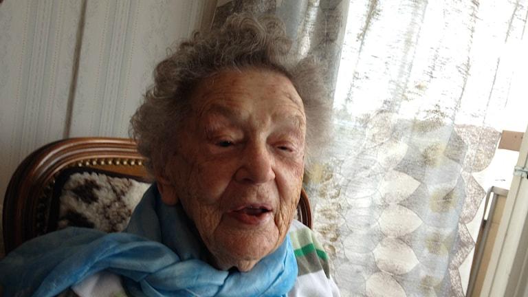 Bild på 107-åriga Alice Östlund. Foto: Peter Olsson/Sveriges Radio