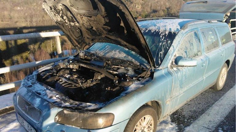 Sandras bil började brinna på bron över Örekilsälven, Munkedal. Foto: Sandra Haugerud