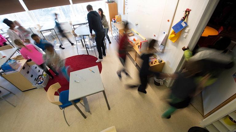 Skolelever i ett klassrum. Foto: Fredrik Sandberg/TT.