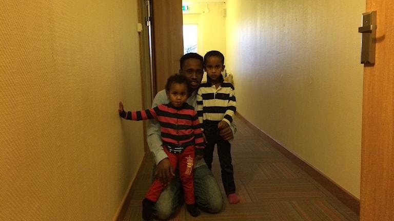 Yusuf, Safiyo, Abdisalan och deras nio till syskon riskerar bli hemlösa efter nyår. Fotot Oskar Lodin / Sveriges Radio