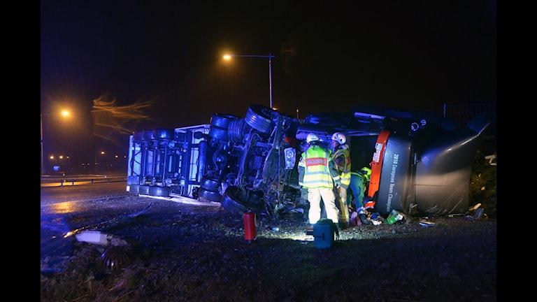 Lastbil välte vid Ljungskile. Foto: Nyheter STO