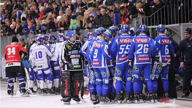 Bandy IFK Vänersborg  Time out Foto: Elliot Ohlén/Sveriges Radio