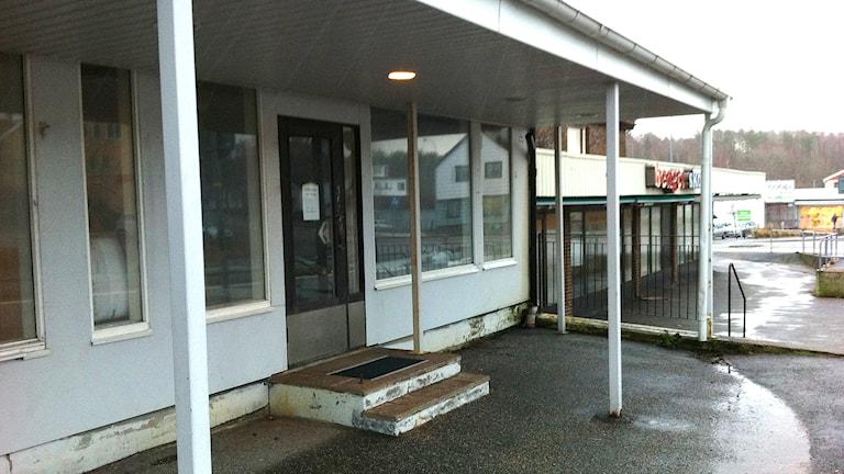 En nedlagd butik i Brastad, Lysekils kommun. Foto: Jörgen Winkler/Sveriges Radio.