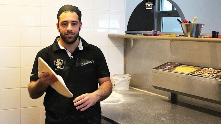 Pizzabagaren Paul Mallouh i Trollhättan. Foto: Johanna Bodin/Sveriges Radio.