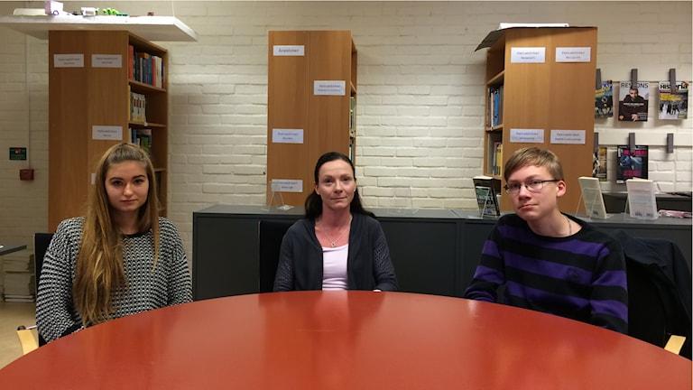 Moa Tallberg, Jeanette Engström och Gabriel Lindkvist på Linneaskolan i Ljungskile
