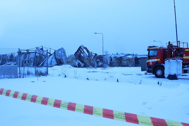 Allt i fastigheten förstördes i branden på Lillesjö. Foto: Tommy Öster/P4 Väst