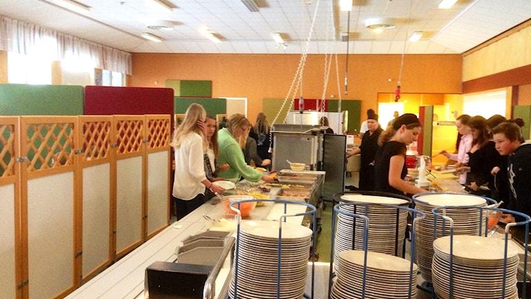 Skolmatsalen i Kungsmarksskolan. Foto: Elisabeth Cederblad/Sveriges Radio.