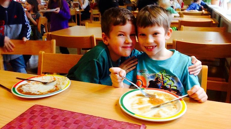 Wilmer Jendevi och Albin Vestergard. Foto: Elisabeth Cederblad/Sveriges Radio.