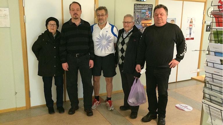 Gerd Moberg, Berne Strömberg, Bo Johansson, Sven Larsson och Lars Csomai kan inte längre träna på rehabmottagningen i Vänersborg. Foto: Evelina Myrbäck/P4 Väst