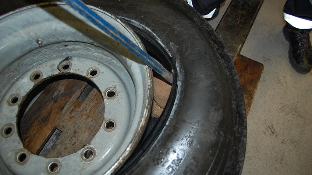 Ett däck, som användes för att smuggla amfetamin. Foto: Tollvesenet