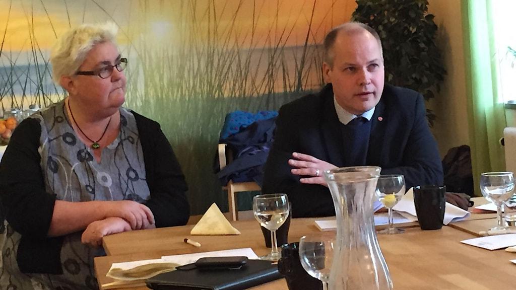 Marie Dahlin (S) och justitie- och migrationsminister Morgan Johansson. Foto: Anton Eriksson/P4 Väst