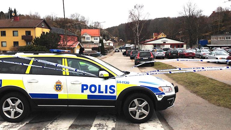 Polisens avspärrning vid trippelmordet i Uddevalla 7 mars 2015. Foto: Jörgen Winkler/Sveriges Radio.