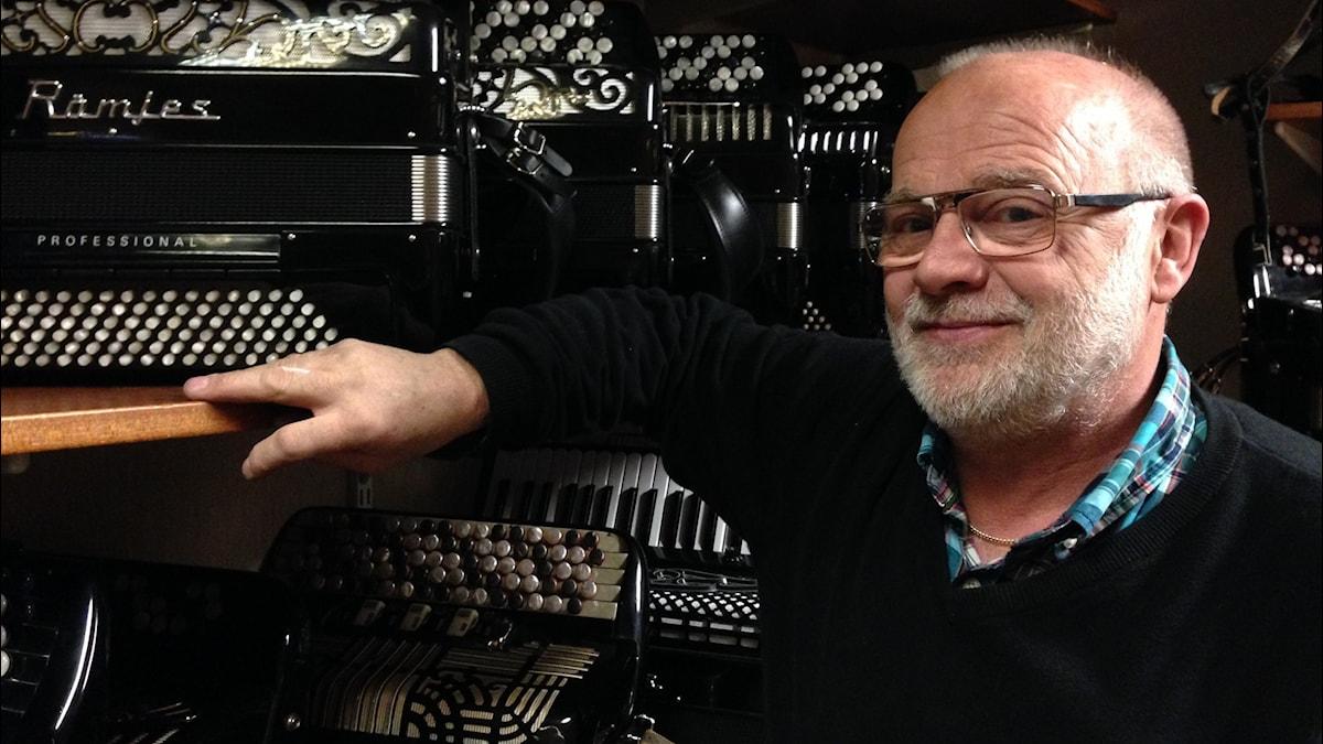Nu har Olle Rämje koncentrerat sin musikaffär till källarregionen. Foto Jörgen Winkler