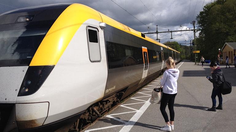 Tåg på Munkedals station. Foto: Marcus Gorne/Sveriges Radio.