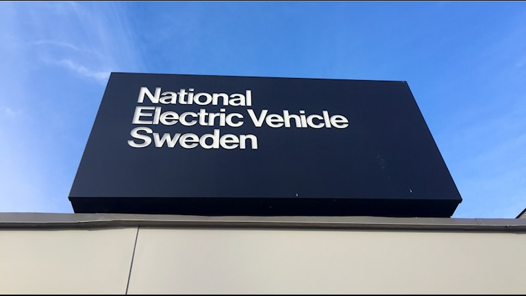 En skyllt med där det står National elektronic Vehicle Sweden (Nevs)