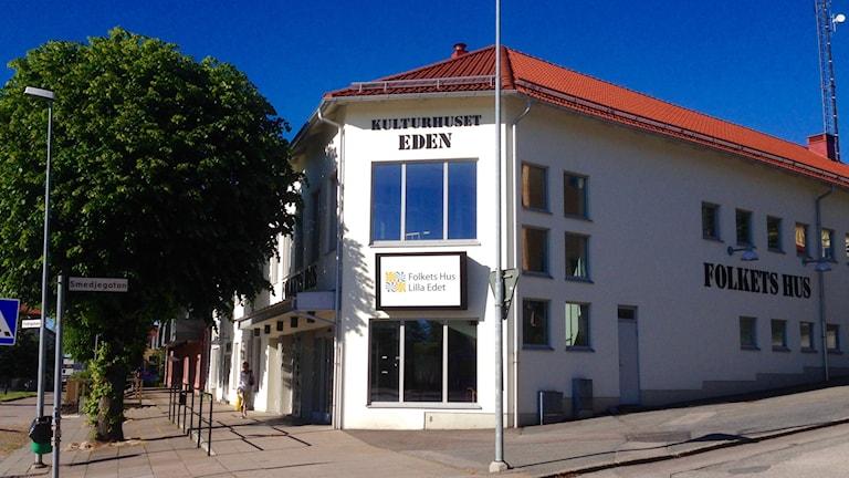 Kulturhuset Eden och Folket hus i Lilla Edet. Foto: Elisabeth Cederblad/Sveriges Radio.