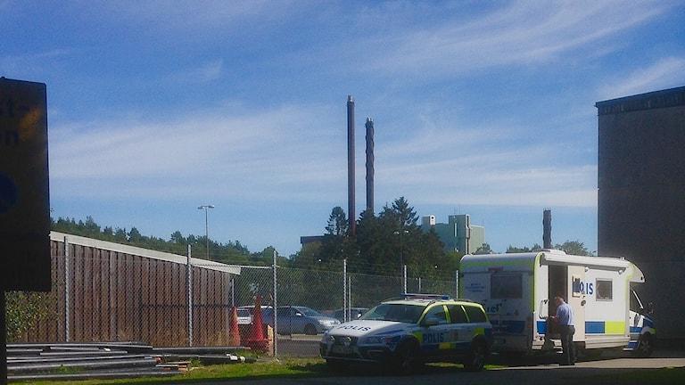 Polis på plats på Hovhult i Uddevalla. Foto: Jörgen Winkler/Sveriges Radio