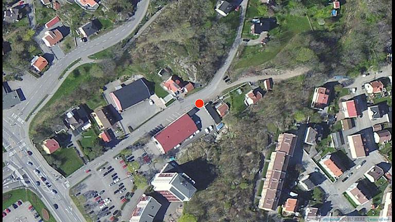 Karta över Uddevalla med prick som visar var kropparna hittades i det så kallade trippelmordet 7 mars 2015. Karta: CartoDB