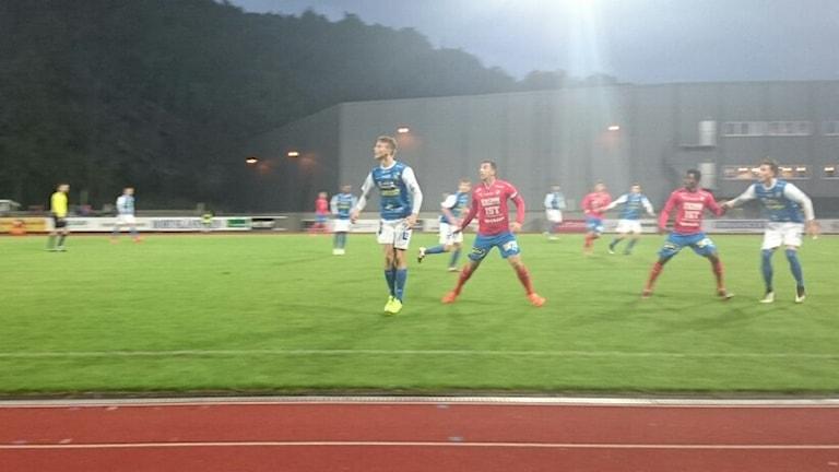 Duell i matchen mellan Oddevold och Öster