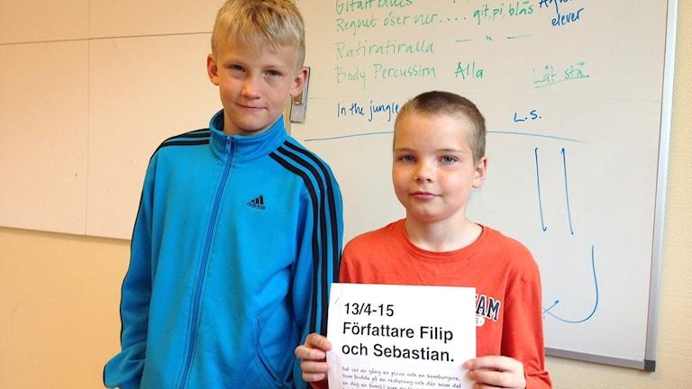 Sebastian Larsson och Filip Eliasson, Backa Skola. Foto: Karin Blomqvist/Sveriges Radio