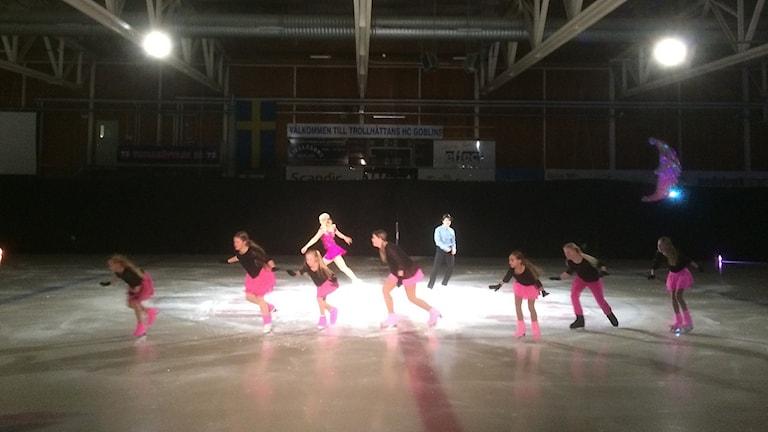 Konståkare i Slättebergshallen i Trollhättan. Foto: Birgitta Andersson/Sveriges Radio.