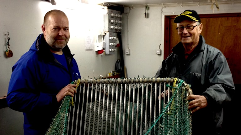 Räkfiskaren Jan-Olof Hellberg från Resö och Sixten Söderberg från Trålverkstaden på Smögen har varit med i utvecklingsarbetet. Foto Jörgen Winkler.