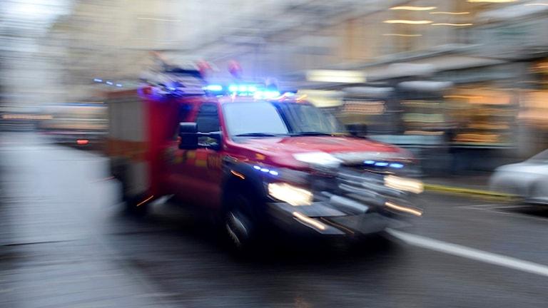 Räddningstjänsten rycker ut med en mindre bil. Foto: Bertil Enevåg Ericson/TT.