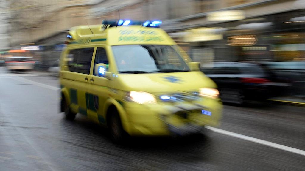 En ambulans under utryckning. Foto: Bertil Enevåg Ericson/TT