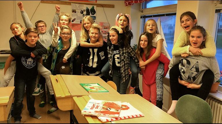 Klass 5A på Smögens skola, en av de tävlande klasserna i Vi i femman. Foto: Skoob Salihi/Sveriges Radio