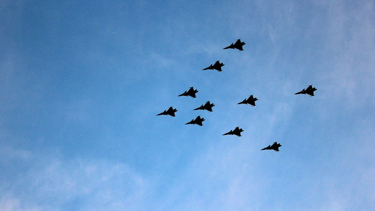 Flygvapnet i en formationsflygning. Foto: Susanna Wictorzon/Sveriges Radio.