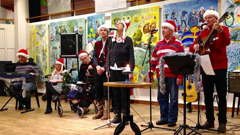 Det var både stor glädje och stort allvar när Tallens Sångfåglar uppträdde på Bohusläns Museum. Foto Jörgen Winkler Sveriges Radio