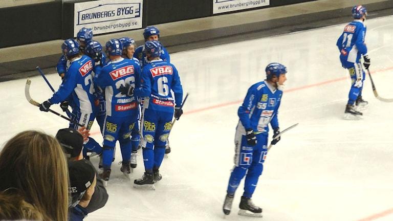 Bandy IFK Vänersborg kramas efter mål