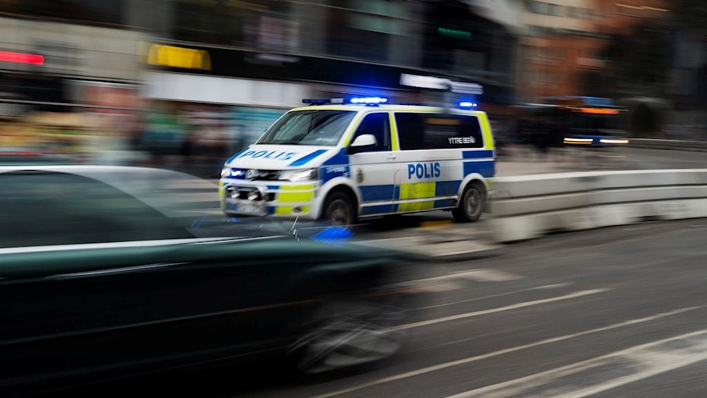 Polispikét under utryckning i en stadskärna. Foto: Vilhelm Stokstad/TT