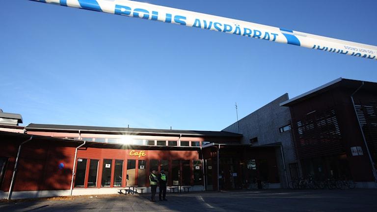 Polisens avspärrningsband utanför Kronan. Foto: Adam Ihse/TT