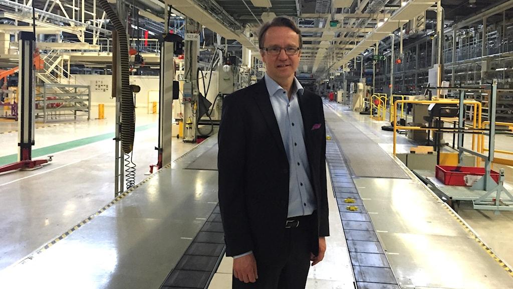 Nevs vd Mattias Bergman vid slutmonteringen i fabriken i Trollhättan.