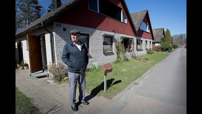 """Rolf Lassgård fotograferad under inspelningen av filmen """"En man som heter Ove"""" där han spelar rollen som den petige Ove. Foto: Björn Larsson Rosvall/TT."""