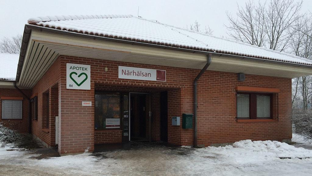 Vårdcentralen i Brastad, ett rött tegelhus