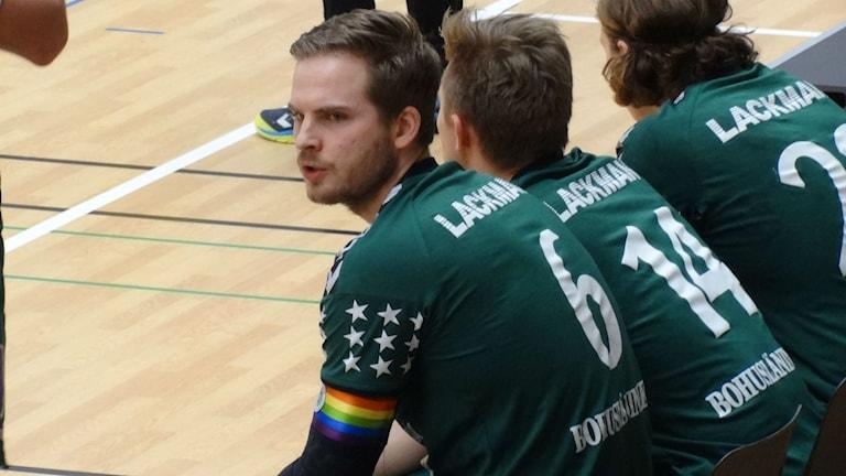 Handboll Kroppskultur Christofffer Hermansson lagkapten med regnbågsfärgad bindel