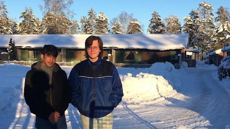 Ahmad kom ensam till Dals-Ed för precis fem månader sedan, och Christian Wikström, enhetschef, ser mottagandet som en tillgång. Foto: Oskar Lodin / Sveriges Radio