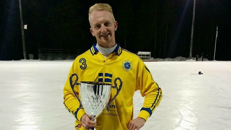 Joakim Johansson med VM-bucklan. Foto: Privat